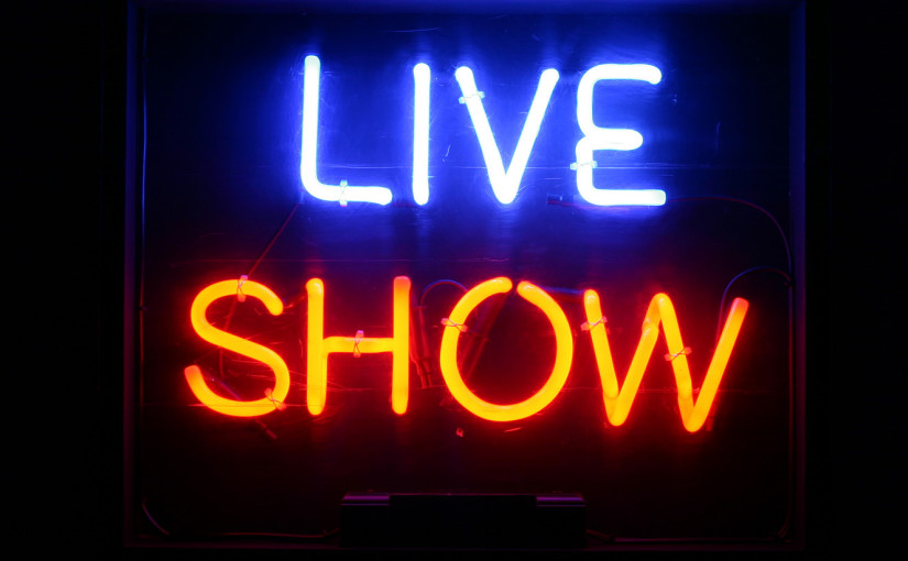 live_show_neon_sign_127-b08-b
